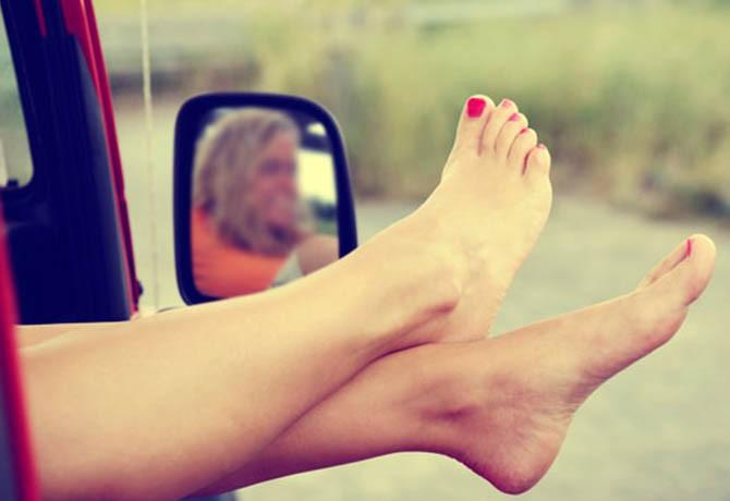 Os cuidados e esmaltes ideais para os pés
