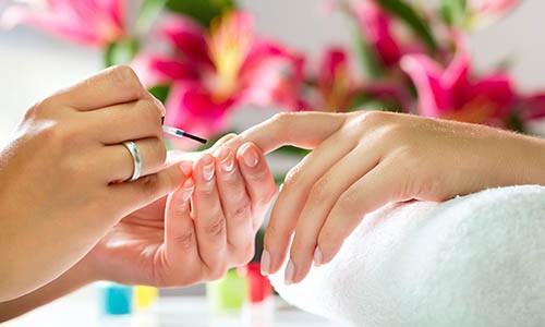 Manicure: Cuidados com o material e aparência.