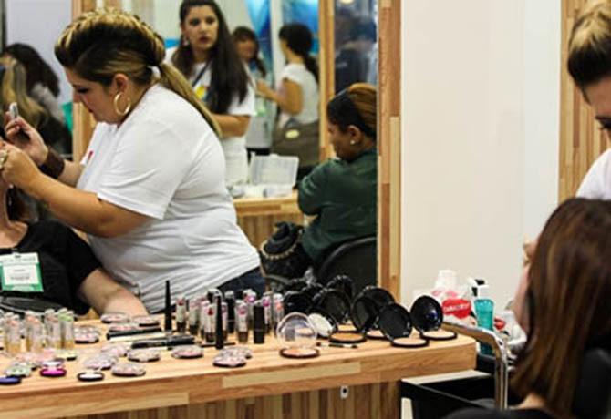 Aprenda como usar seu salão de beleza como local de venda
