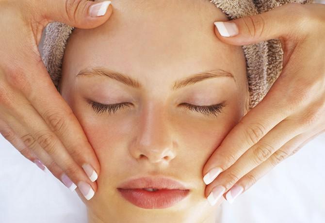 Combinando estética e massagem facial