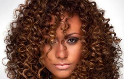 10 mandamentos para quem tem cabelos cacheados
