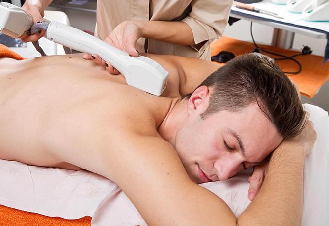 Homens aderem cada vez mais à depilação corporal